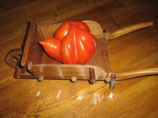la tomate en brouette