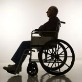 2389049-profilez-la-vue-du-vieil-homme-silhouette-de-caucasion-s-asseyant-dans-le-fauteuil-roulant-1.jpg
