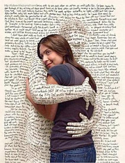 femme-enlacee-homme-mur-ecriture.jpg